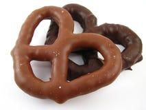 涂了巧克力的椒盐脆饼 图库摄影