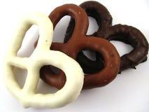 涂了巧克力的椒盐脆饼 免版税图库摄影