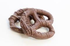 涂了巧克力的椒盐脆饼 库存照片