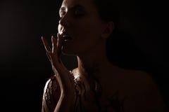 涂了巧克力的熔化妇女 图库摄影