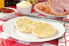 涂奶油的英格兰式松饼 图库摄影