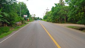 涂柏油的高速公路、旅行和旅游业在摩托车或汽车 股票视频