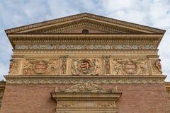 涂灰泥艺术在布达佩斯折衷新古典主义的样式的Kunsthalle布达佩斯宫殿细节  免版税库存图片