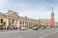涅夫斯基远景,伟大的Gostiny Dvor 免版税库存图片