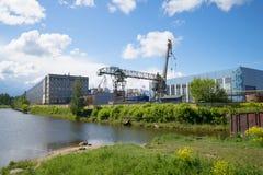 涅夫斯基造船工厂的看法,晴朗的6月天 Shlisselburg 图库摄影