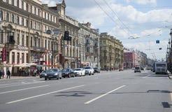 涅夫斯基Prospekt ` s第一个夏日 彼得斯堡圣徒 免版税库存图片