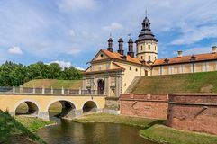 涅斯维日城堡在夏天在一个晴天 免版税图库摄影