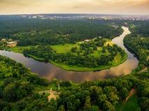 涅里斯河河和公园顶视图在维尔纽斯立陶宛 免版税库存照片