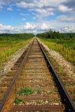 消失入透视的一条空的铁路 免版税库存图片