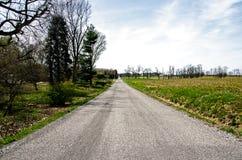 消失入horizion的乡下公路 图库摄影