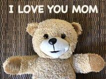 消息由逗人喜爱的玩具熊的那个我爱你妈妈 免版税库存照片