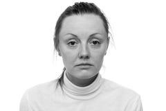 消沉 关闭看对照相机的一名哀伤的妇女的画象 库存照片