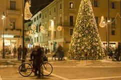 消费者至上主义隐喻在圣诞节期内 免版税库存照片