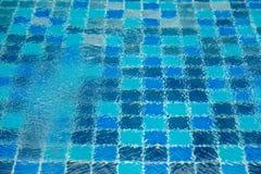 消遣礼节在夏天包括一个室外水池是非常干净的 免版税库存照片
