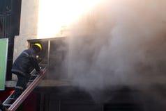 消防员在工作 图库摄影