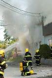 消防员移动 免版税图库摄影