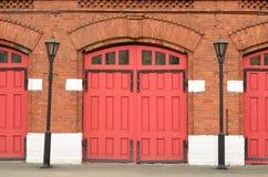 给消防局装门 库存照片
