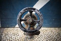 消防栓老水 免版税库存图片