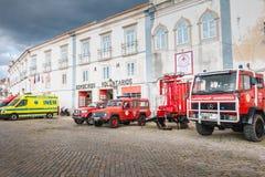 消防车在志愿消防局前面停放了在法鲁 免版税库存图片