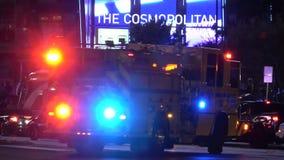 消防车当班在拉斯维加斯大道-紧急状态-美国2017年 股票录像