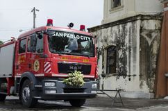 消防车把变成婚礼汽车 免版税库存照片