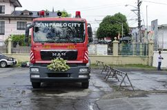 消防车把变成婚礼汽车 免版税图库摄影