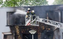消防队员在工作 库存照片