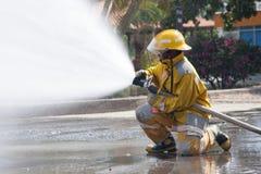消防队员工作 免版税库存图片