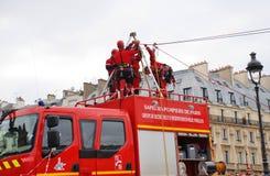 消防队员抢救训练,巴黎 库存图片