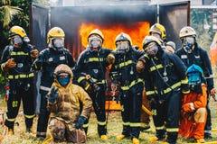 消防队员队画象在制服的 库存图片