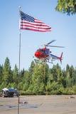 消防队员直升机 图库摄影