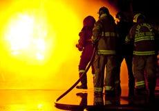 消防队员攻击 库存照片