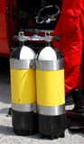 消防队潜水者小组使用的潜水圆筒 免版税库存图片