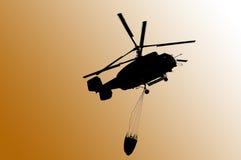 消防直升机卡莫夫钾32a 11BC,与bambi篮子 库存照片