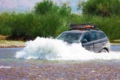 涉过的河旅途在汽车 蒙古 免版税库存照片