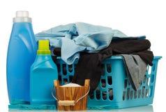 洗涤剂和衣裳在baske 免版税图库摄影