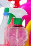 洗涤剂浪花瓶和容器在白色背景安排了 库存图片