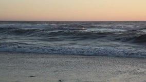 洗涤在海滩紧的射击的波浪 影视素材