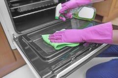 洗涤烤箱的里面 免版税库存图片