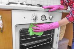 洗涤烤箱的里面 免版税库存照片
