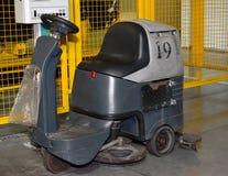 洗涤的汽车与一个地方的一个地板操作员的COS 库存图片