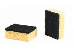 洗涤的盘的两块黄色海绵 免版税库存照片