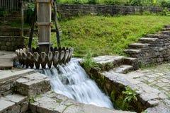 洗涤的羊毛材料老水力操作的机械在Etar 免版税库存图片