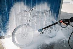 洗涤的自行车户外 库存图片