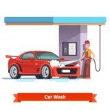 洗涤红色跑车的洗车专家 库存照片