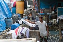 洗涤衣裳的工作者在Dhobi Ghat在孟买,马哈拉施特拉,  库存图片