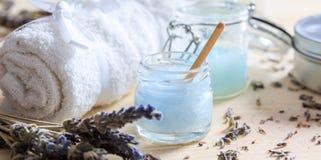 润湿提取乳脂和淡紫色 图库摄影