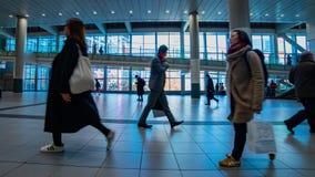 涩谷驻地的走的人在东京timelapse摇摄 股票视频