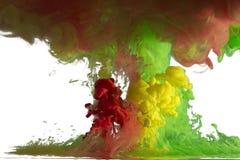 液体油漆移动在水中 库存照片