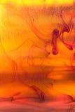 液体琥珀色的抽象背景 免版税库存照片